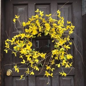 Yellow Daffodil and Twigs Grapevine Wreath 20""
